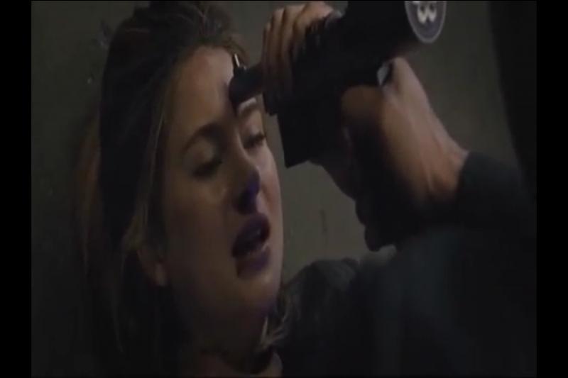Jusqu'au moment où Tris attrape un fusil et se le braque sur le front. Comment ça va se terminer ?