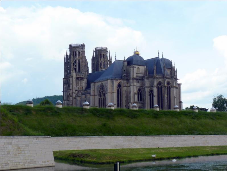 La ville de Toul en Meurthe-et-Moselle est fière à juste titre de sa belle cathédrale Saint-Pierre, chef-d'oeuvre de l'art gothique flamboyant, à l'intérieur , vous verrez de magnifiques orgues que l'on doit à :