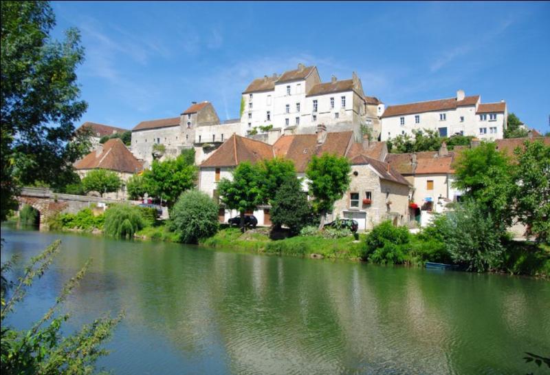 Quel est ce pittoresque bourg de Haute-Saône dominant les eaux de l'Ognon où vous pourrez visiter la jolie église Saint-Hilaire?