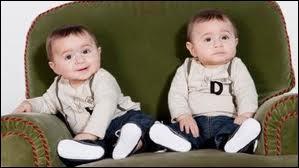 Comment s'appellent les jumeaux de Roxane et Kader ?