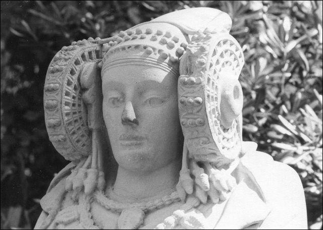 Quel nom porte ce buste d'origine inconnue ? Vers la fin du XIXe siècle un médecin le trouva dans son jardin.
