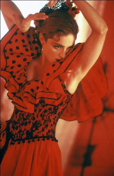 """1987. """"La brise tropicale sur l'île / La nature sauvage et libre / C'est là où je veux être / ..."""" ! Madonna veut être sur ... !"""