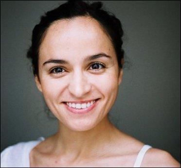 Cette actrice s'appelle Itbissem Guerda, et bien entendu, vous l'avez vue dans PBLV !
