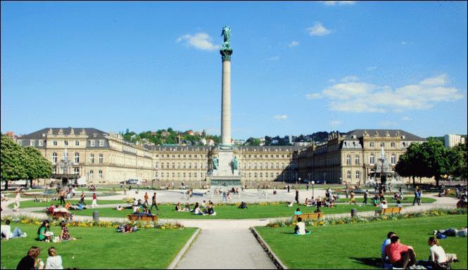 La ville de Stuttgart est au sud de la ville de Francfort.