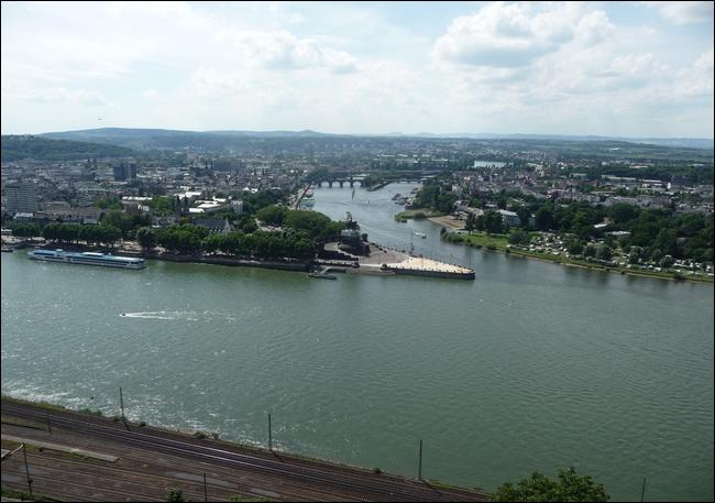 C'est à Cologne que le Rhin et la Moselle confluent.
