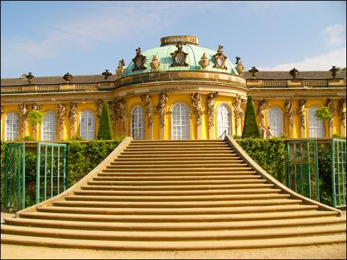 """C'est à Potsdam que vous pouvez visiter """"Sans-Souci"""", la résidence d'été du roi Frédéric II de Prusse."""