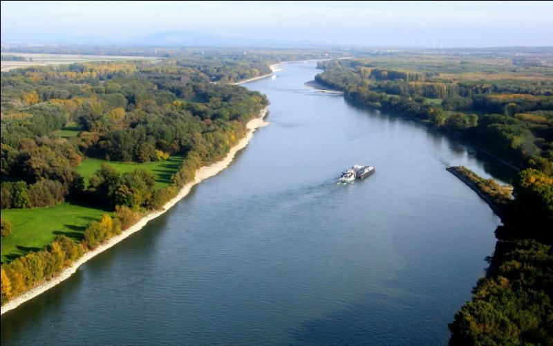 C'est en entrant en République tchèque que le Danube quitte l'Allemagne.
