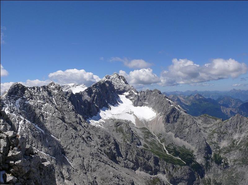 La Zugspitze, dans les Alpes bavaroises, est le point culminant de l'Allemagne.
