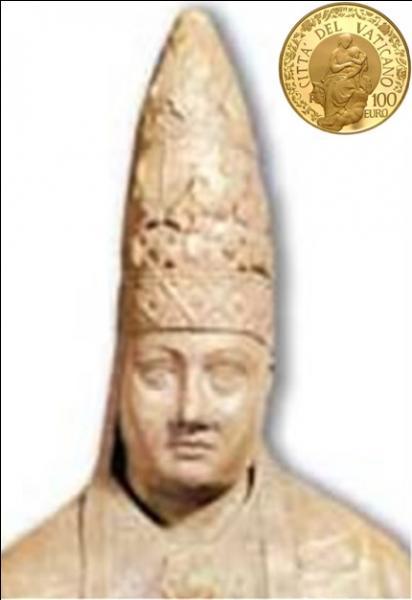 Boniface VI était un antipape pas très catholique, si l'on peut dire. Il fit emprisonner puis assassiner son prédécesseur. Ensuite, il fut obligé de quitter Rome et le Vatican. A son retour, il fit assassiner son successeur pour reprendre la place. Sa fin fut brutale. Mais, que fit-il, en plus, au moment de sa fuite de Rome ?