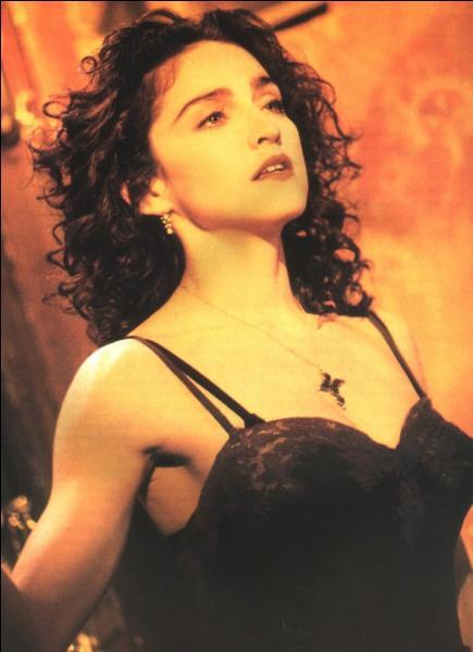 1989. Le Vatican condamne la vidéo aux côtés des groupes religieux et familiaux qui protestent contre ce scénario jugé scandaleux. Quelle est cette chanson de Madonna, à thème religieux mais soutenue par une musique à thème sexuel ?