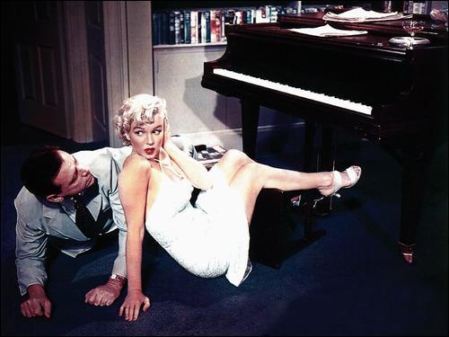 Marilyn encore dans un film où elle est au piano avec un homme qui se plaît à jouer du Rachmaninov. Quel est cette comédie ?