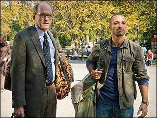 Dans ce très bon film qui évoque la condition des immigrants qui risquent l'expulsion, le très conventionnel enseignant (Richard Jenkins est l'acteur), va prendre des leçons de djembe et finir par en jouer dans le métro... Quel est ce film ?