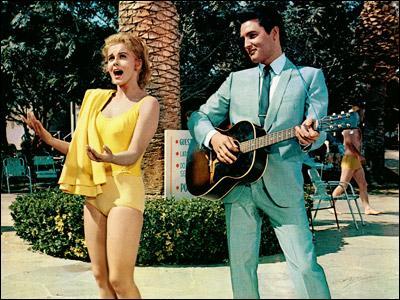 Dans ce film, Elvis Presley rencontre la pétulante Ann Margret, et tente de la séduire en chanson, à la guitare. Quel est ce film ?