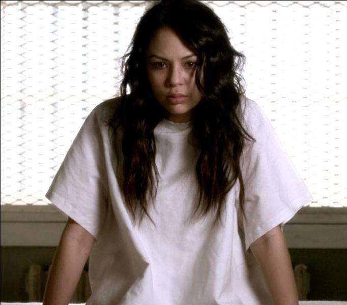 Quel est le nom de l'hôpital psychiatrique où Mona a été enfermée ?