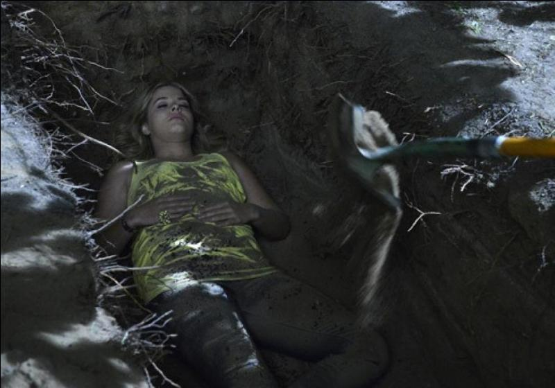 Comment s'appelle la jeune fille retrouvée morte à la place d'Alison ?