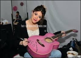 En quelle année Martina Stoessel a-t-elle commencé à apprendre à jouer de la guitare ?