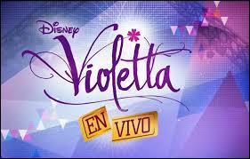 """En quelle année commence-t-elle la tournée de """"Violetta en vivo"""" ?"""