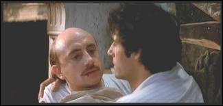 """Michel Blanc incarne un boulet du meilleur cru dans """"Marche à l'ombre"""". Dans le film, à quel endroit ne voit-on pas les deux personnages principaux faire la manche ?"""