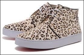 Chez quel créateur de mode achète-t-il quasiment toutes ses chaussures ?