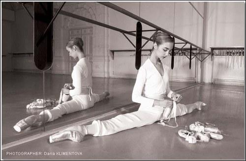 Quelle est la position de la danseuse ?