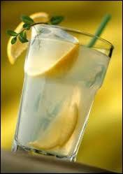 Dans un litre de limonade, il y a 80% d'eau, quel est le pourcentage d'eau dans un demi-litre ?