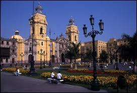 Nous sommes à Lima. Cette ville est la capitale ...