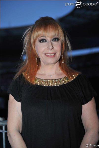 Son vrai nom est Rose Podwojny, c'est une chanteuse (auteur, compositrice et interprète) française d'origine polonaise.