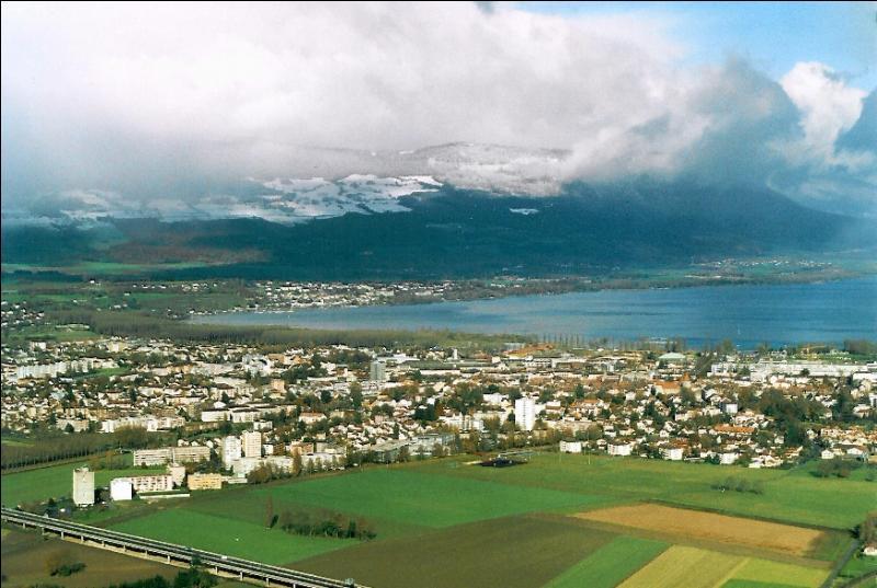 Yverdon-les-Bains se trouve sur les rives du lac Léman.