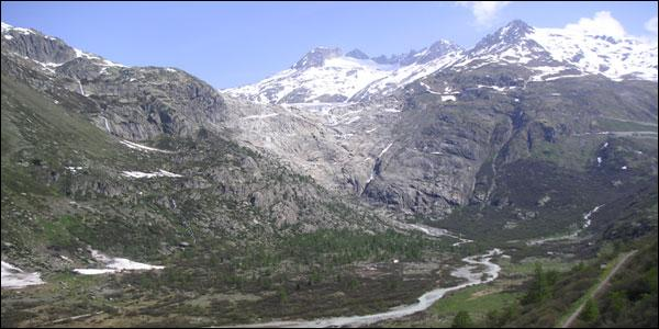 Le tunnel du Saint-Gothard relie la Suisse à l'Italie.