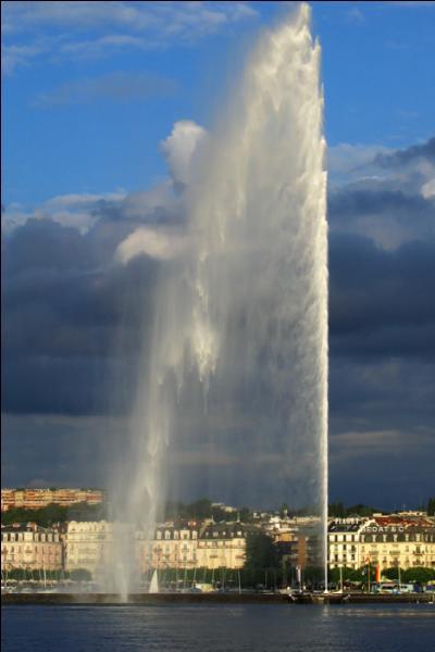 Le fameux jet d'eau de Genève est haut de 140 mètres.