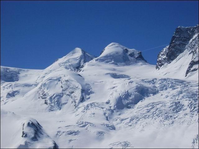 Le point culminant de Suisse est la pointe Dufour.