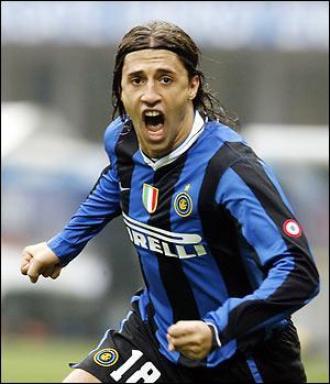 Parme m'a cédé à la Lazio de Rome contre 56, 5 millions d'euros. Qui suis-je ?