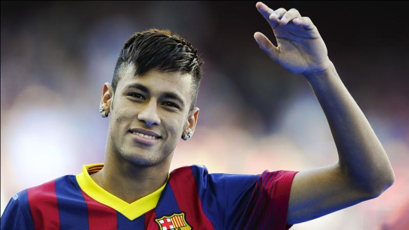 J'ai été transféré de Santos à Barcelone pour 86, 2 millions d'euros. Qui suis-je ?