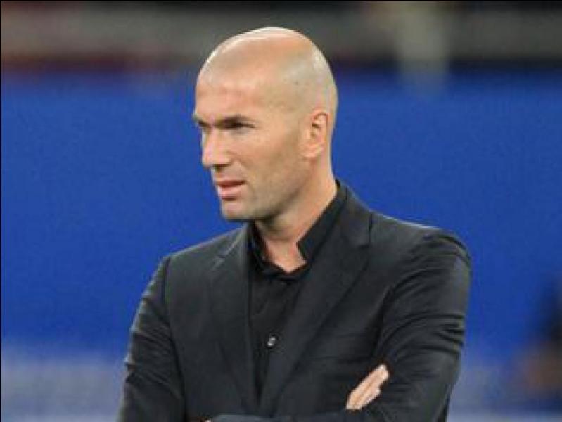 Je suis l'un des plus grands joueurs de tous les temps. Je suis parti de la Juventus de Turin pour le Real Madrid en échange de 75 millions d'euros. Qui suis-je ?
