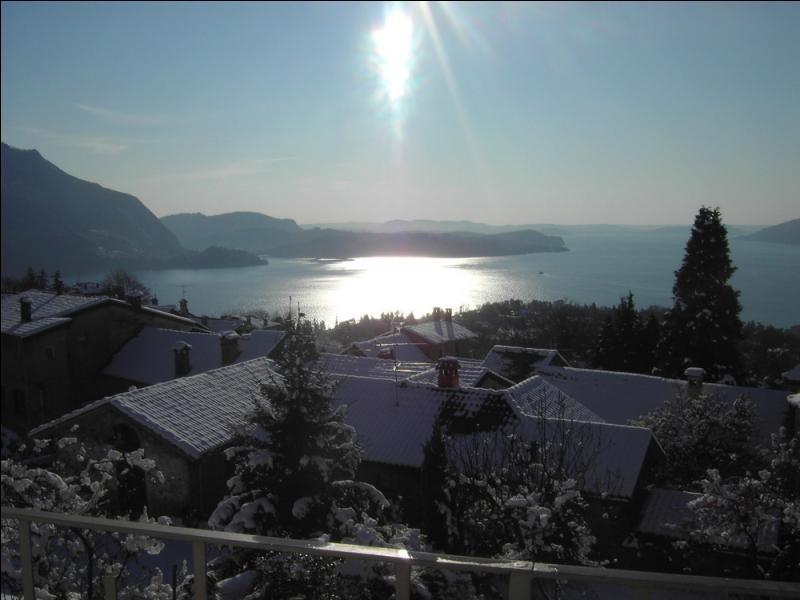 Né le 12 novembre 1936, on se souvient grâce à lui qu'il neigeait sur ce lac ...