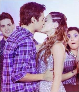 """Combien de fois León et Violetta s'embrassent-ils en tout dans """"Violetta"""", saisons 1 et 2 ?"""