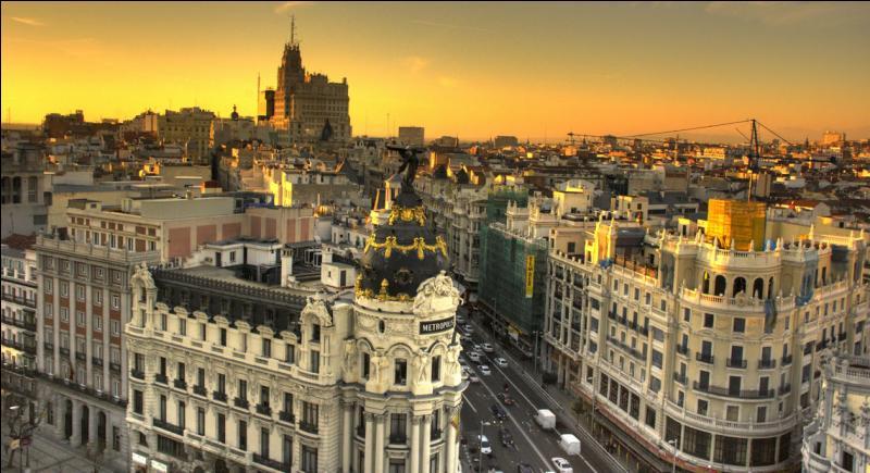 La capitale, Madrid, est située au sud-ouest du pays.