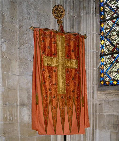 Comment s'appelait l'emblème que les rois de France allaient chercher dans l'abbaye de Saint-Denis (XIIe et XIIIe siècle), en cas de guerre ?
