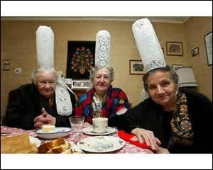 Vous les avez-reconnues, elles font la promo pour la marque Tipiak. Quelle coiffe portent-elles ?