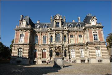 Le château Perrier d'Épernay a été construit en 1854 pour les époux Perrier suivant les plans d'un architecte sparnacien.