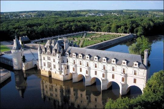 """Le château de Chenonceau ou """"château des Dames"""" tient son surnom de son histoire marquée par des femmes (Katherine Briçonnet, Diane de Poitiers, Catherine de Médicis, etc.) !"""