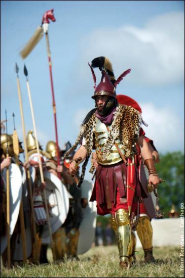 De quelle ville d'Espagne, le général Hannibal s'embarque avec ses éléphants pour traverser les Alpes et tomber sur les Romains par le nord ?