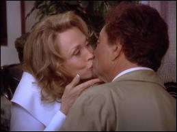 Dans quel épisode Columbo embrasse-t-il une femme ?