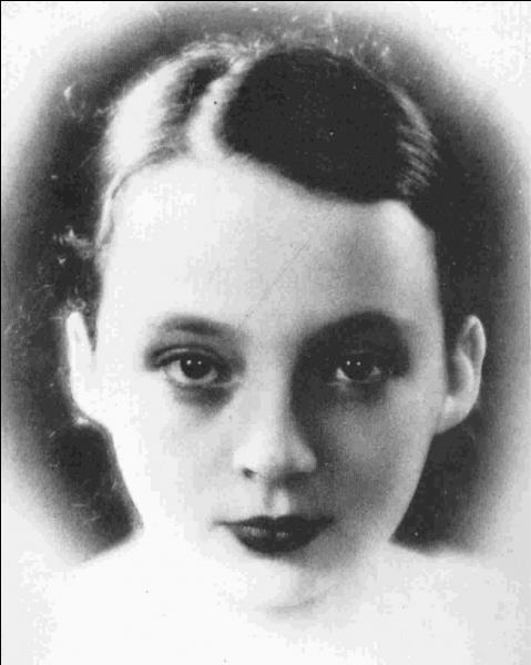 Qui est cette femme, auteur de nombreux livres inspirés parfois de son vécu ?