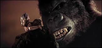 King Kong, le plus célèbre des gorilles géants, a connu plusieurs adaptations cinématographiques. De quelle année date celle où l'on retrouve Jessica Lange et Jeff Bridges sur les écrans ?