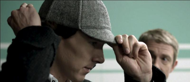 Que pense Sherlock à propos de la casquette ?