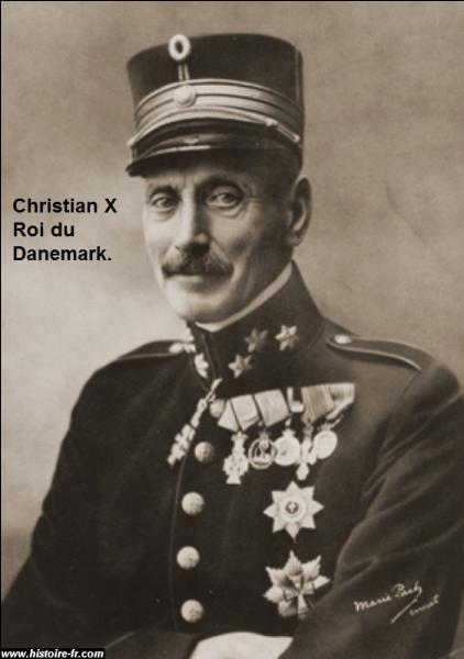En avril 1940, l'Allemagne nazie attaqua le Danemark et l'envahit. Le roi du Danemark décida de ne pas continuer le combat. Il capitula. Combien de temps durèrent les combats.