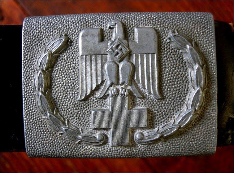 Les nazis ne voulaient pas que le secret des camps d'extermination et la solution finale soient découverts. Quel emblème fut détourné par les nazis ?