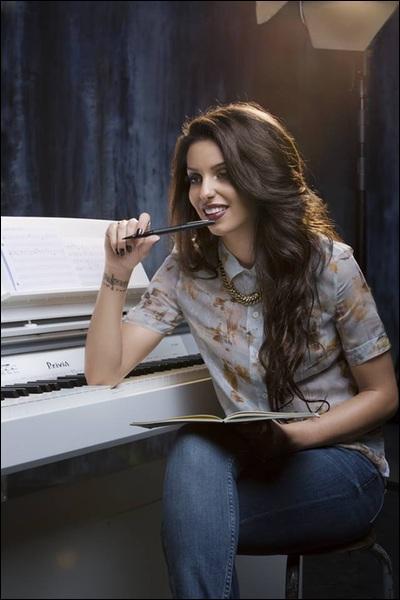 De quel autre instrument joue-t-elle ?