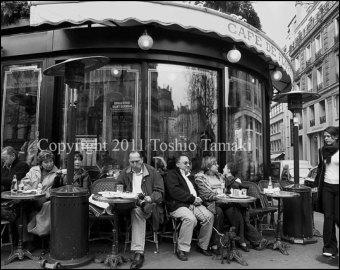 Qui chantait  Au café de Flore y avait déjà des folles  ?